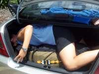 KJ im Kofferraum