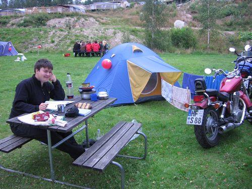 Campingplatz (hinten Schweizer)